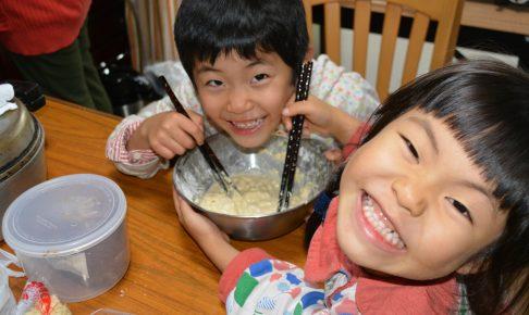 ボナペティ 久留米 こども食堂 たこ焼き作る子ども