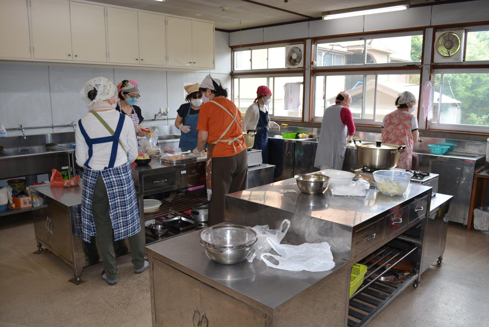 ボナペティ 久留米 フードドライブ 多世代食堂 ぎおんさんの森食堂カレー作り